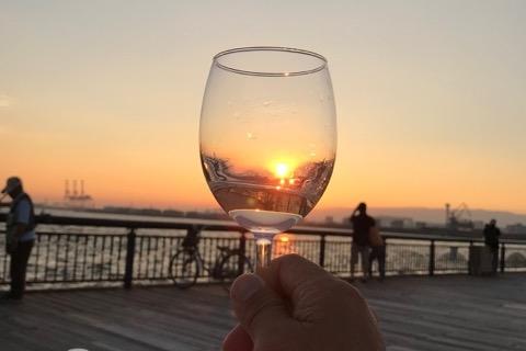 夕日を捕まえるワイングラス